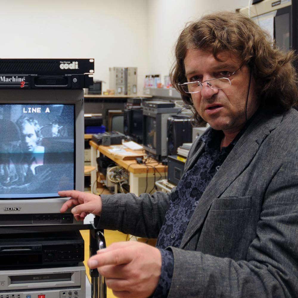 Johannes Gfeller: Restauration von Videogeräten und Videokunst