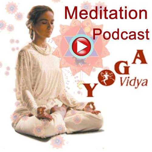 Harilalji leitet eine Mantra-Meditation an