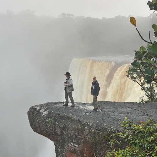 Guyana - Goldsucher, Kaimane und ein mythischer Wasserfall