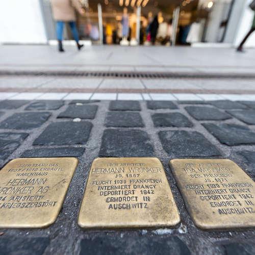 Stelen und Stolpersteine - Kulturgeschichte des Gedenkens