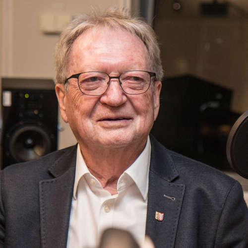 Dr. Uwe Denker - Arzt mit Praxis ohne Grenzen