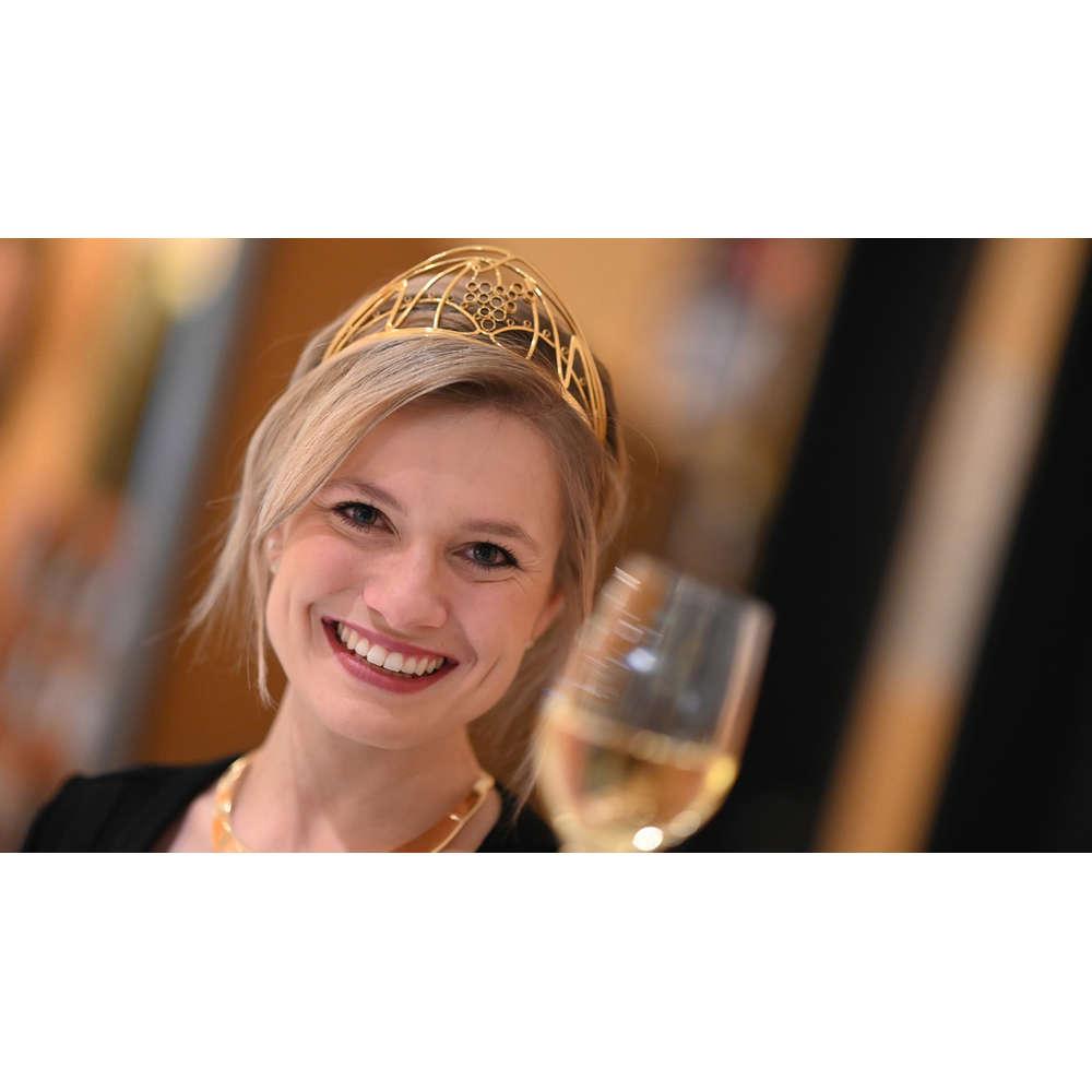 Warum eine junge Frau heute noch Weinkönigin wird | Leben
